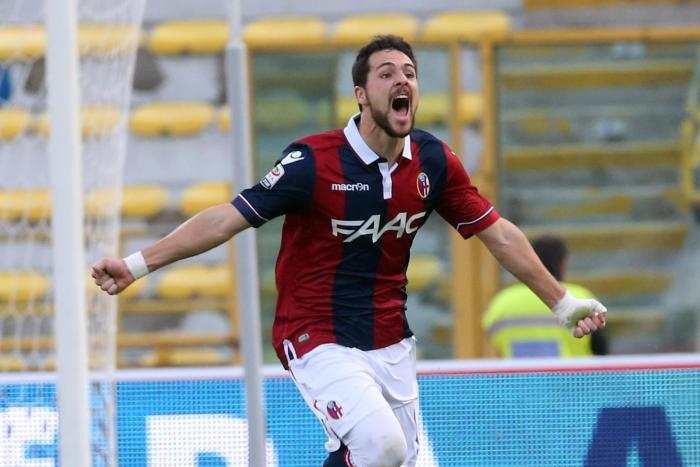 Mattia Destro of Bologna celebrates after scoring during the Italian Serie A soccer match Bologna FC vs Atalanta BC at Renato Dall'Ara stadium in Bologna, Italy, 01 november 2015. ANSA/GIORGIO BENVENUTI