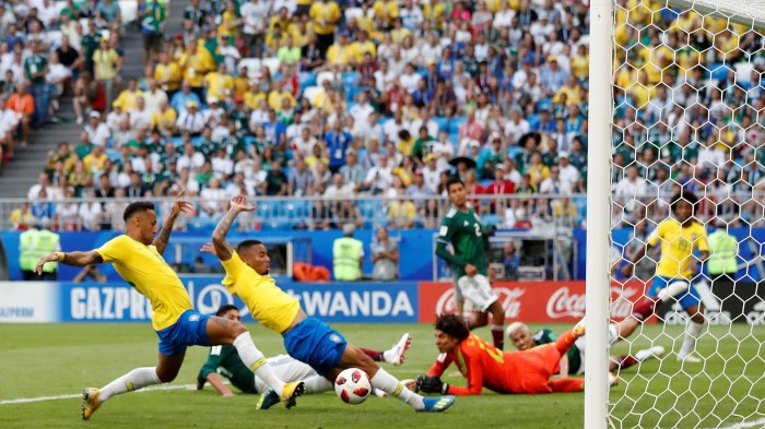 Soccer Football - World Cup - Round of 16 - Brazil vs Mexico - Samara Arena, Samara, Russia - July 2, 2018 Brazil's Neymar scores their first goal REUTERS/Carlos Garcia Rawlins