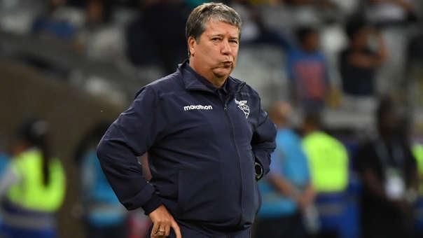 Bolillo Gómez tiene varios dilemas.