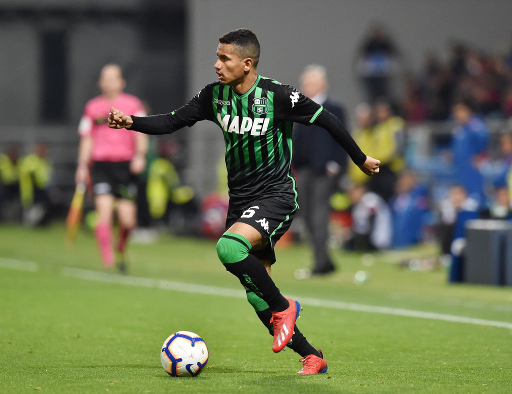 REGGIO NELL'EMILIA, ITALY - MARCH 10: Rogerio of US Sassuolo in action during the Serie A match between US Sassuolo and SSC Napoli at Mapei Stadium - Citta' del Tricolore on March 10, 2019 in Reggio nell'Emilia, Italy. (Photo by Giuseppe Bellini/Getty Images)