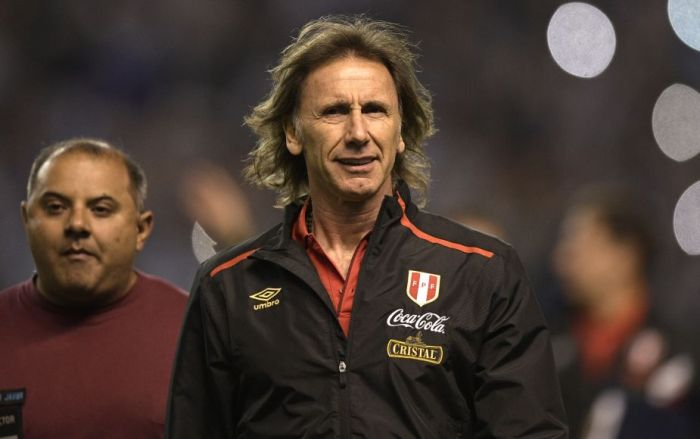 Peru's coach Ricardo Gareca is pictured before the start of the 2018 World Cup qualifier football match against Argentina in Buenos Aires on October 5, 2017. / AFP PHOTO / Juan MABROMATA