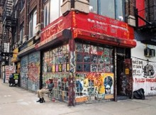manhattan-2005-the-iconic-mars-bar-finally-closed-this-summer