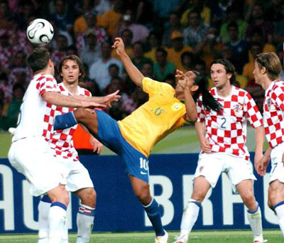 Brazil's Ronaldinho (C) fights for the ball against an unidentified players of Croatia during the second match of World Cup 2006 Group F in Berlin, Germany, on June 13, 2006.