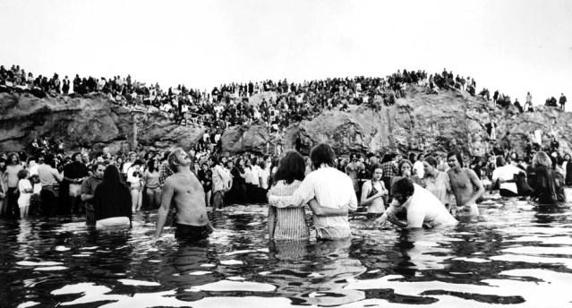May 5, 1973: Hundreds of Calvary Chapel members line Corona del Mar beach for baptism ceremony.