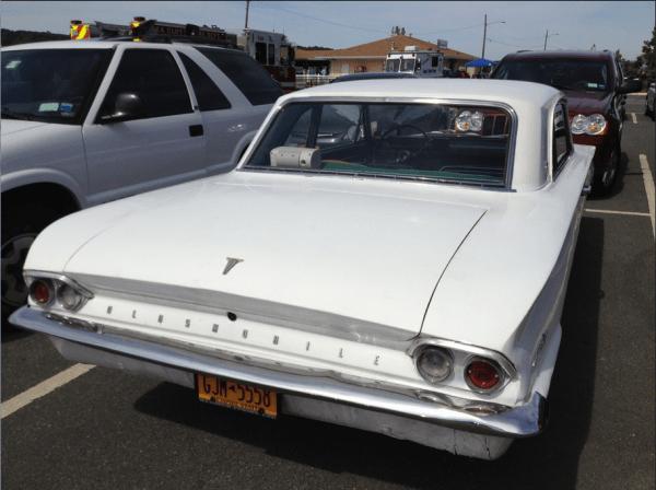 Olds Cutlass 1962 r w rubano