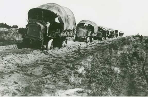 US_convoy_in_Mexico_1916_armymil-20