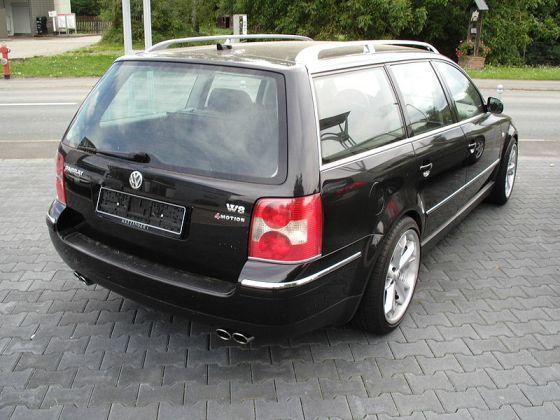 800px-Volkswagen_Passat_W8-back