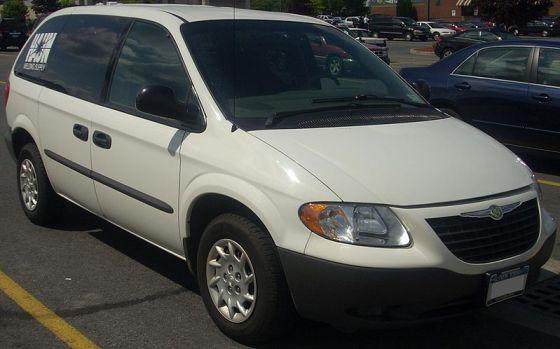 800px-'02-'03_Chrysler_Voyager