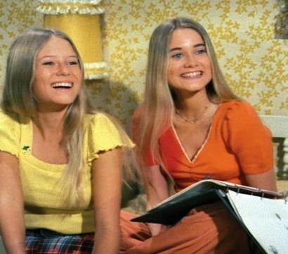 Marcia-and-Jan-Brady-the-brady-bunch-5541371-410-361