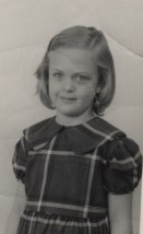 cindy plaid dress arond 4th grade