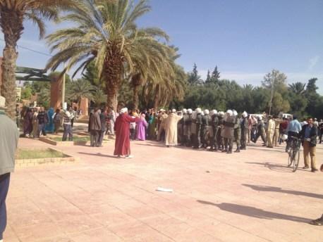 مواجهات عنيفة بين محتجين عن غلاء فاتورة الماء وقوات الأمن بالرشيدية