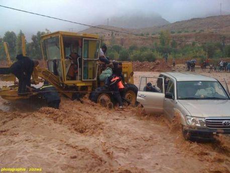 إنقاذ سائق سيارة ومرافقه من الغرق بواد امجدادار بجماعة اكنيون