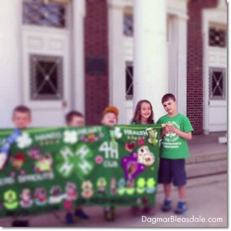 4H kids holding banner for Memorial Day Parade