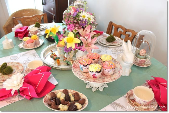 easy Easter tablescape and decor. DagmarBleasdale.com