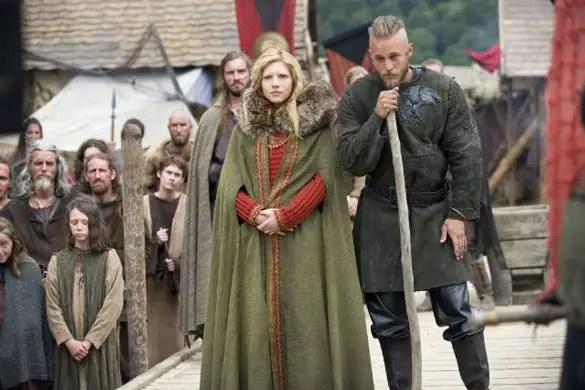 katheryn-winnick-travis-fimmel-vikings
