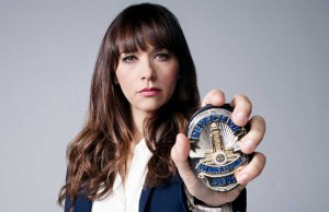 Rashida Jones in Angie Tribeca