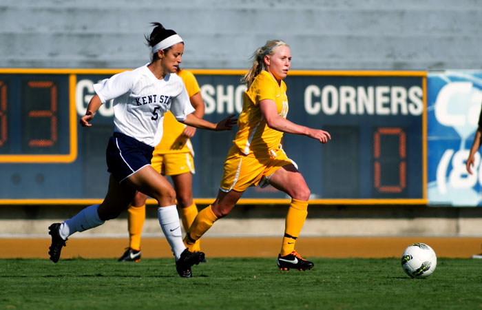 Junior midfielder Betsy Hassett has played in all of the Bears' 14 games this season and started 11 of them.