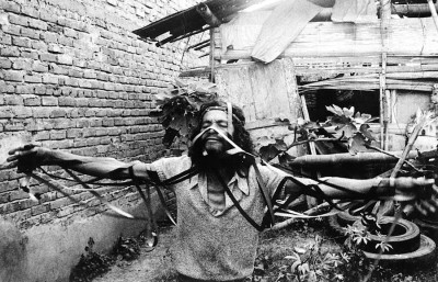 6.	Carlos Mayolo and Luis Ospina, Agarrando pueblo (aka The Vampires of Poverty) (production photo), 1978; 16 mm film transferred to video, black and white and color, sound, 28 min.; Courtesy Luis Ospina