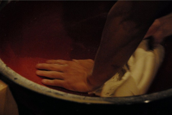 Ishii kneads the dough while using its own weight to compress it.