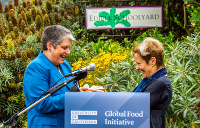 Janet-Napolitano-and-Alice-Waters-7-1-2014-35