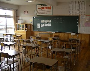 A typical classroom in a Japanese junior high school - Image via Wikipedia