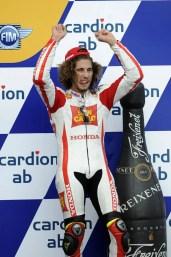 0977_R11_Simoncelli_podium