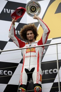 1064_R16_Simoncelli_podium