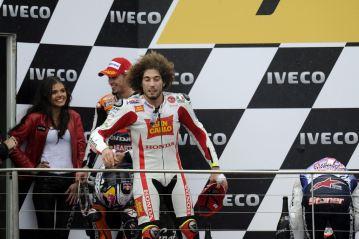 1210_R16_Simoncelli_podium