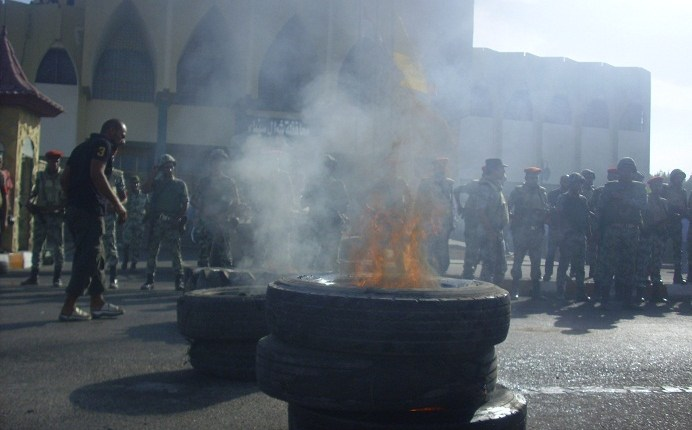 Tyres burn as tension in the Sinai spills over into violent clashes. (PHOTO BY NASSER EL-AZZAZY)
