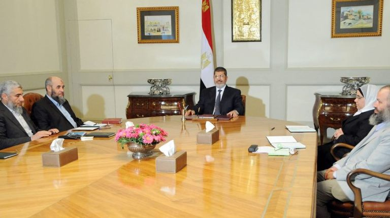 president Morsi Meet Al-Nour party delegation. Presidency handour
