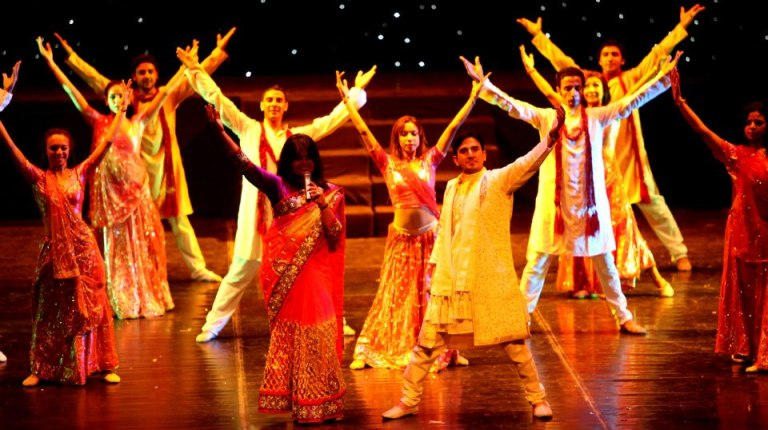 Bollywood Singers Mukesh Tomar and Parul Mishra with the Cairo Opera Ballet Company  (Photo courtesy of Indian Embassy Facebook Page)