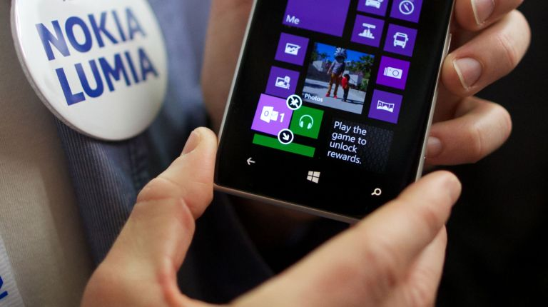 The New Nokia mobile phone, the Lumia 925 is displayed during its launch in London on May 14, 2013. (AFP Photo)
