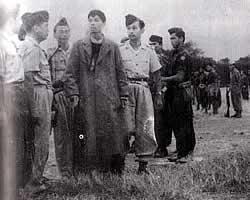 Jenderal Soedirman bersama tentara dan rakyat (photobucket.com)