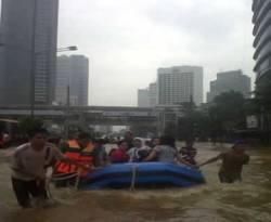 Banjir Jakarta (Tri Kurniawan/Okezone)