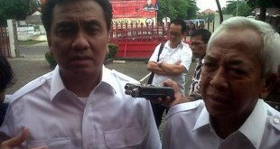 Calon gubernur Sumatera Utara dari PDI Perjuangan, Effendi Simbolon (kiri) dan Djumiran Abdi (kanan), mendatangi kantor DPP PDI Perjuangan di Jalan Lenteng Agung Nomor 99, Jakarta Selatan, Selasa (11/12/2012). (Abdul Qodir/Tribunnews.com)