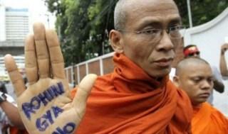 Kebencian Ratusan Biksu Budha Myanmar Terhadap etnis Muslim Rohingnya (inet)