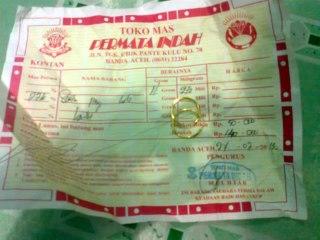 Emas yang disumbangkan dermawan  untuk Muslim Rohingya melalui PEMA UNSYIAH. (Safrianto)