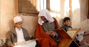 Seorang guru mengajari hafalan Al-Qur'an (ilustrasi/inet)