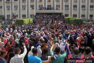Mahasiswa Al-Azhar berdemonstrasi di salah satu fakultas (inet)