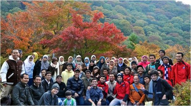 Peserta kegiatan Momiji Muslim Kansai 2013, Ahad (17/11/2013), yang diselenggarakan oleh Keluarga Masyarakat Muslim Indonesia (KMII) di Kansai, Jepang. (Febri Zukhruf)