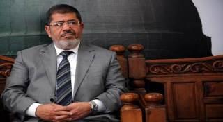 Presiden Mursi ketika sampai di tempat persidangan pada November 2013 (islammemo)