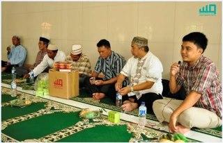 Suasana penyerahan Al-Quran di kepulauan Seribu oleh Lazis Amalia Astra bekerja sama dengan BWA. (Foto: Dok BWA)