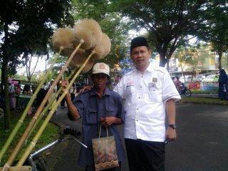 Pak Utay bersama Ust. Salbini, Ketua Fraksi PKS DPRD Kota Tangsel - Foto: Cip