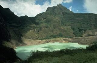 Gunung Kelud dengan danau kawah terletak di Blitar,Kediri, Jatim (Foto:kaskus.co.id)