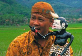 Maestro wayang golek Indonesia, Asep Sunandar Sunarya - tokohtokoh.com