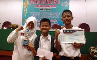 Tim Mading Sekolah Juara Pekanbaru raih Juara I Lomba Mading 3 Dimensi dalam Olimpiade Matematika Ke II, Universitas Islam Riau - Foto: RZ