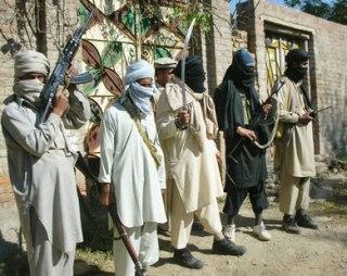 Di antara personil Thaliban Pakistan (new.elfagr.org)