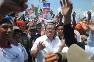 Gubernur Jabar Ahmad Heryawan ketika menjadi Jurkam pada kampanye PKS Banten di Lapangan Sumampir  Kota Cilegon Sabtu siang (5/4/2014). - Foto: PKS