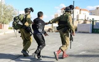 Penangkapan warga Palestina oleh tentara zionis (paltimes)
