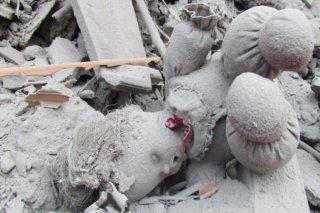 Sebuah boneka di antara reruntuhan bangunan di Suriah (syrianchange)